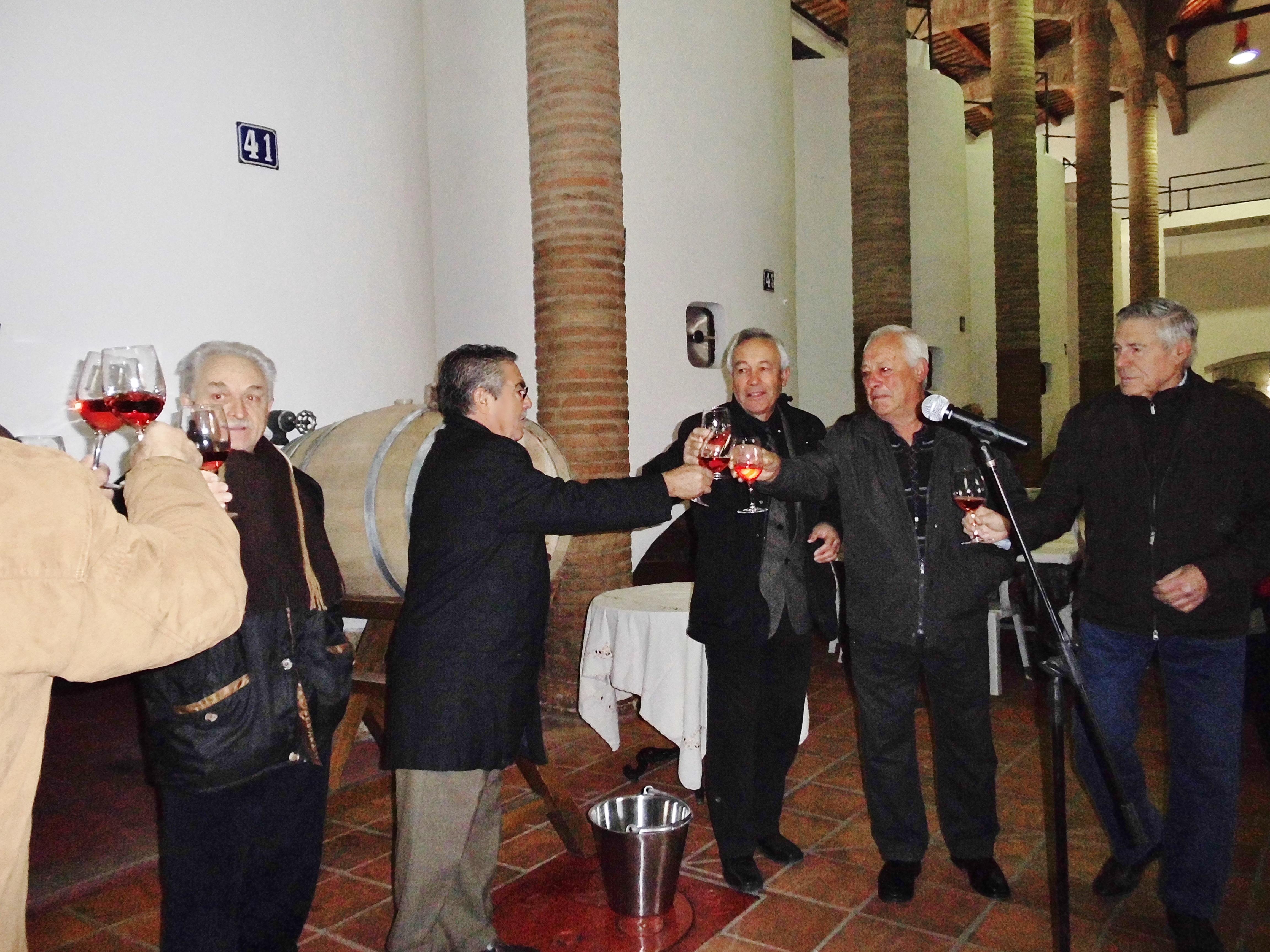 Brindis inaugural de la fiesta junto al presidente y representantes de la entidad