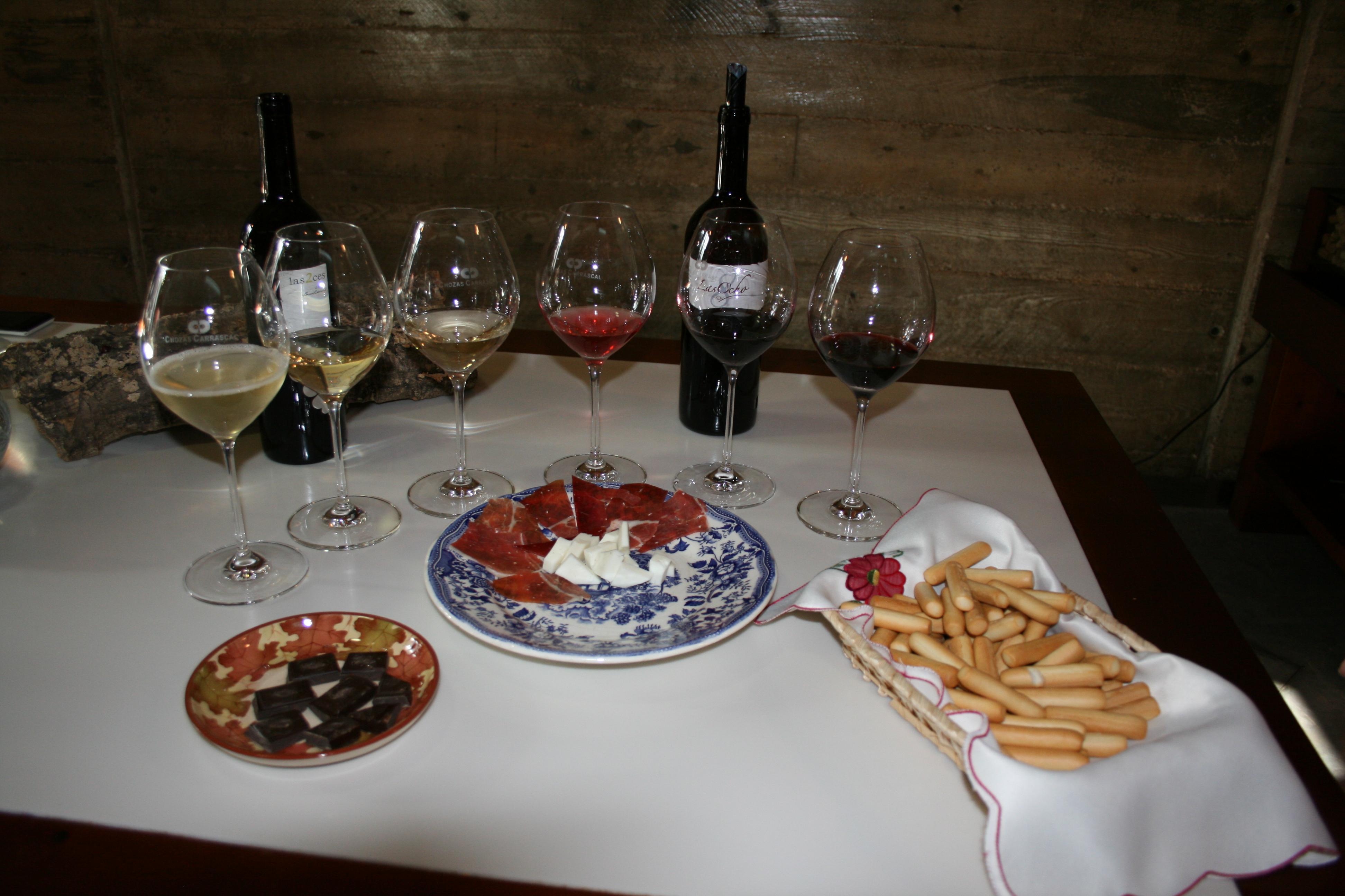 Si tomamos un vino tinto en un restaurante o en nuestra casa, hemos de refrescarlos FUENTE: utielrequena.org