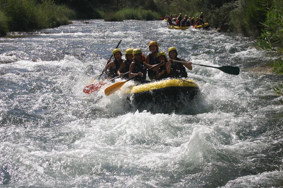 El enoturismo va acompañado del turismo de aventura con la posibilidad de hacer rafting en el río Cabriel FUENTE: rutavino.com