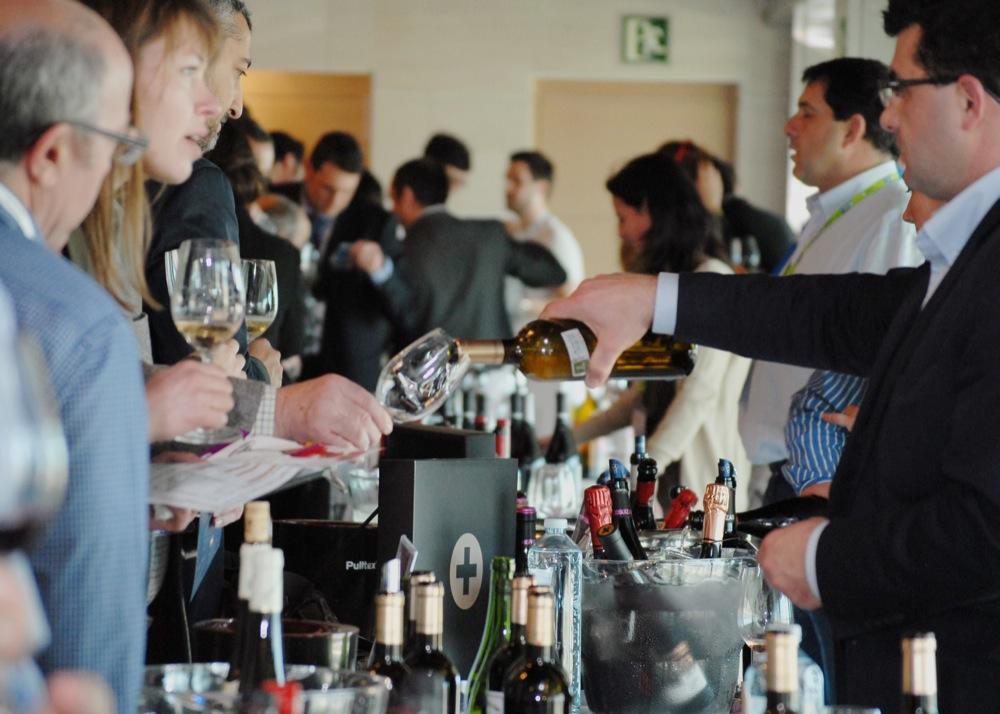 La experiencia Verema es un showroom de vinos en el que se congrega a prestigiosas bodegas nacionales e internacionales FUENTE: verema.com