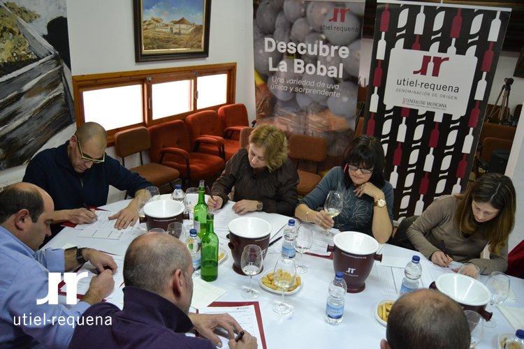 30 enólogos y enólogas de las bodegas y cooperativas de Utiel-Requena cataron la añada 2014 FUENTE: utielrequena.org