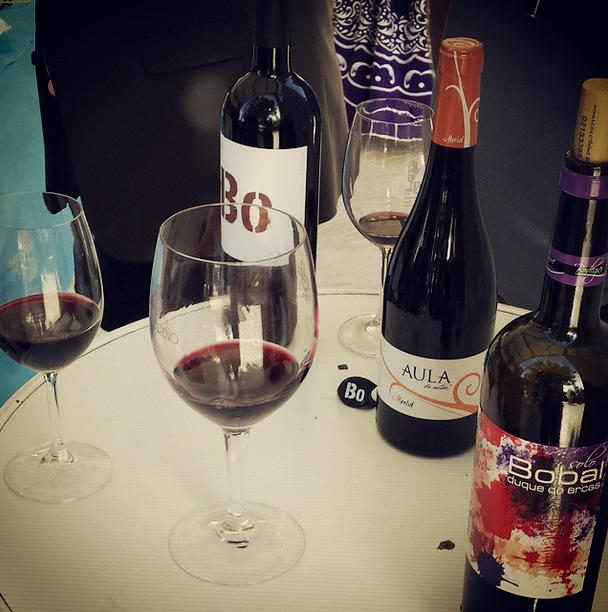 Cada consumidor muestra sus preferencias entre vino blanco y tinto de acuerdo a muchos factores FUENTE: utielrequena.org