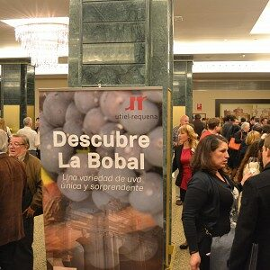 LA DO UTIEL-REQUENA BRILLA EN EL II SALÓN DE LA BOBAL EN MADRID
