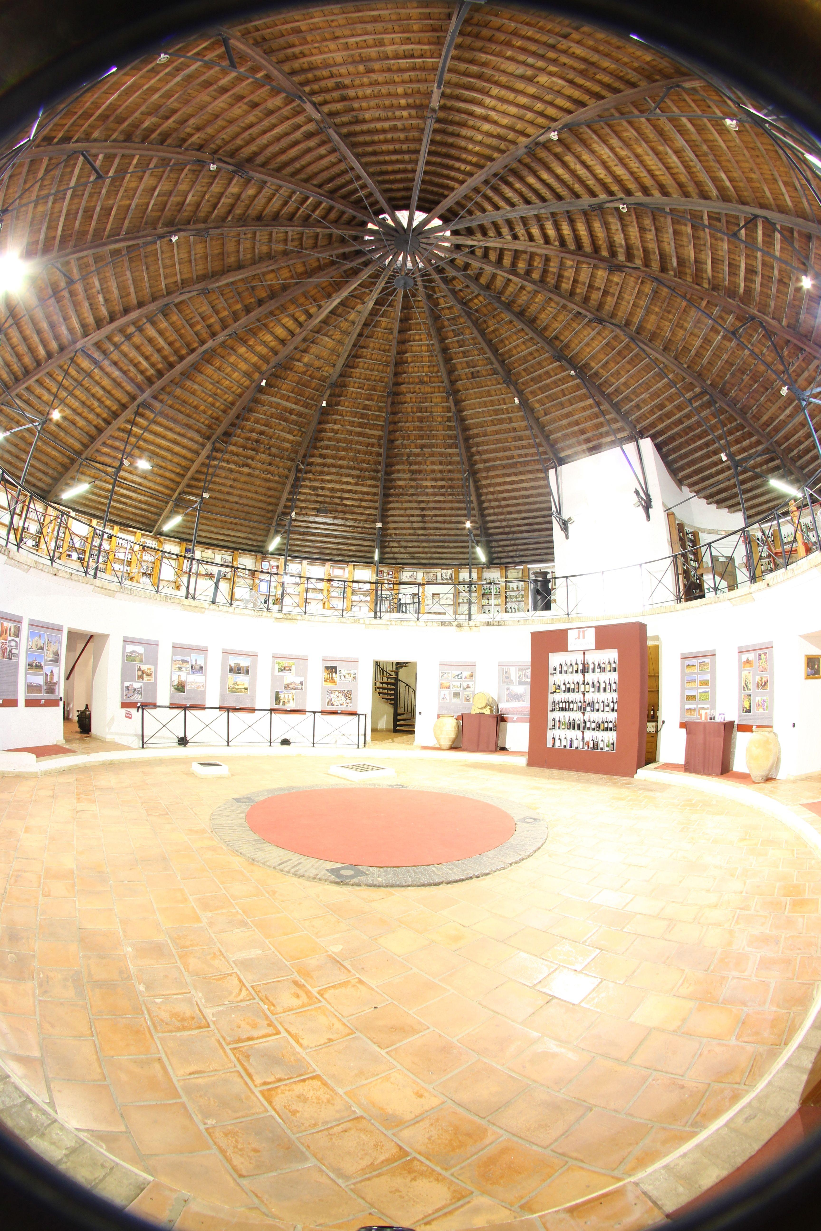 El Museo del Vino-Bodega Redonda en Utiel pone a disposición de los visitantes una cata con vinos de Utiel-Requena FUENTE: utielrequena.org