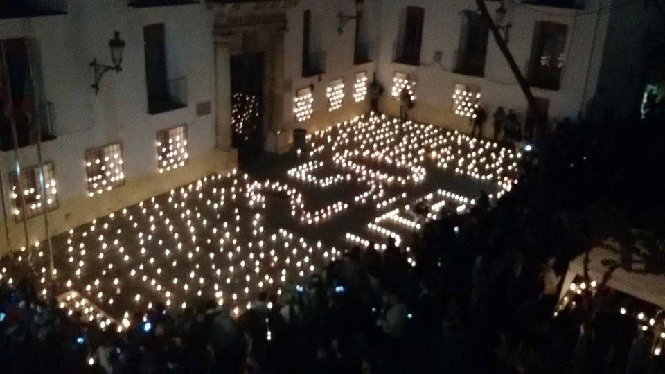 Momento del encendido de las velas  FUENTE: Mercado Artesano de Utiel