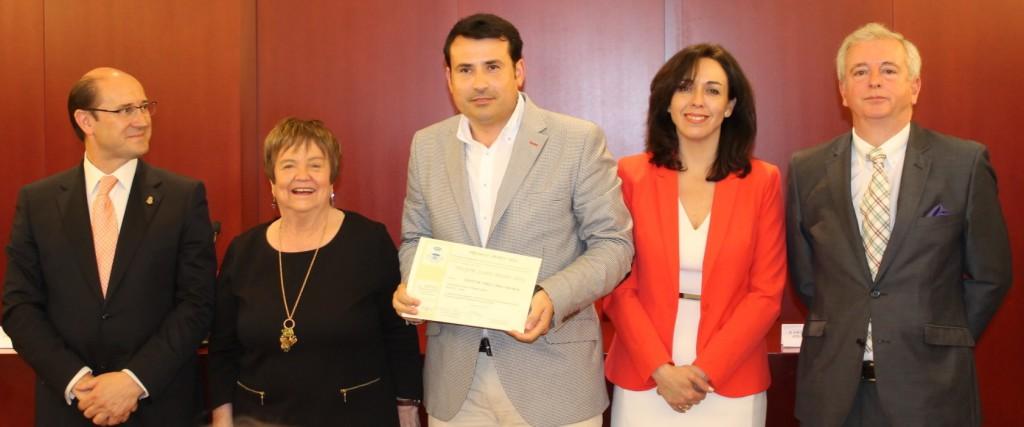 Pablo Ossorio, enólogo de Hispano+Suizas, recogió el premio otorgado por la AEPEV  FUENTE: bodegashispanosuizas.com