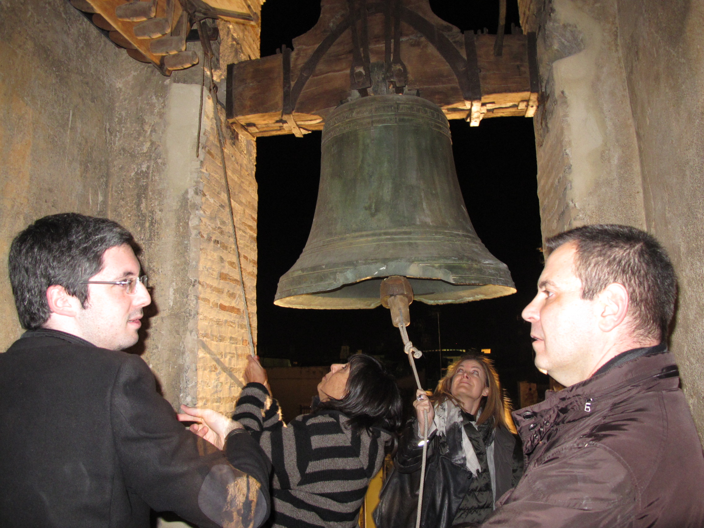 Equipo campanas en la región vitivinícola Utiel Requena