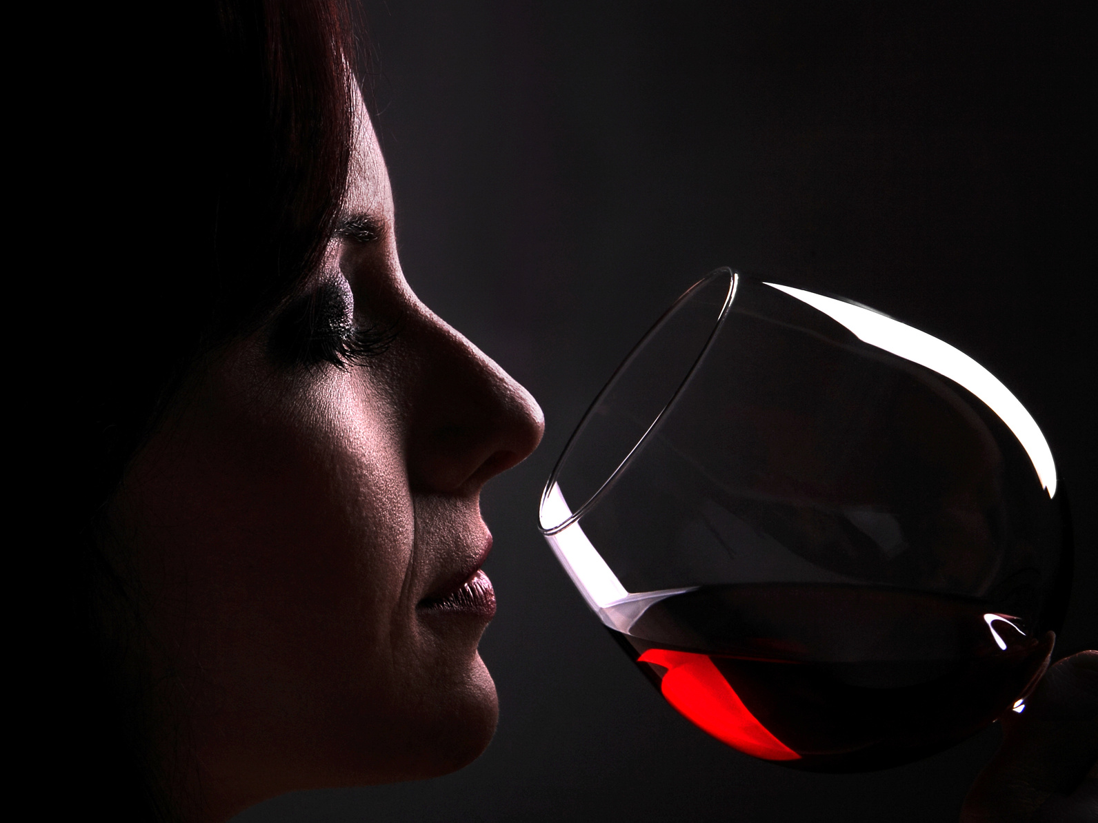 Smelling red wine