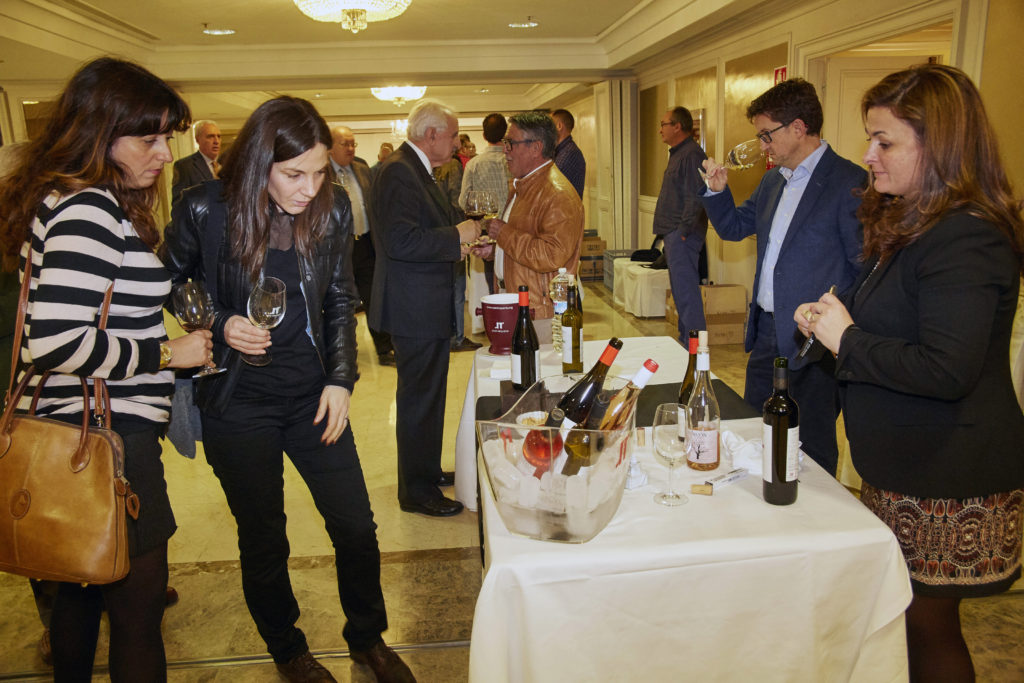 ©GUILLERMO NAVARRO Salón de presentación de los vinos del CR Utiel-Requena en Madrid. Hotel Miguel Angel.