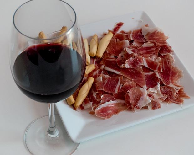 Cómo maridar vino y jamón ibérico