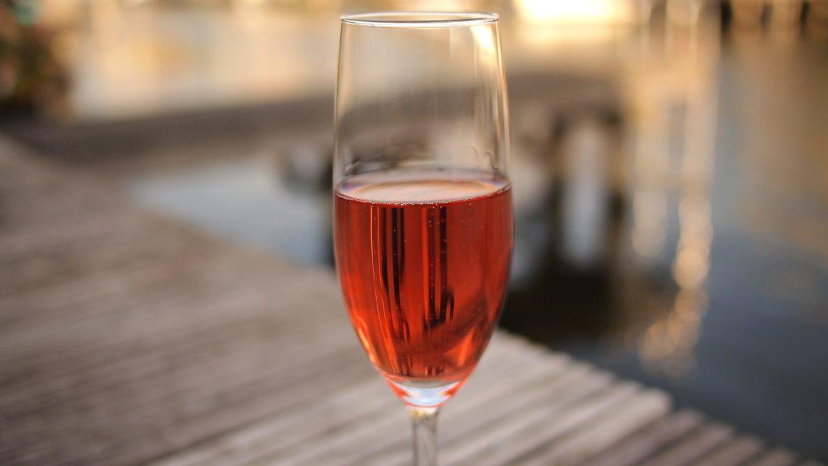 Consejos para poder disfrutar del buen vino en verano