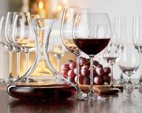 Averigua cuándo es necesario decantar un vino