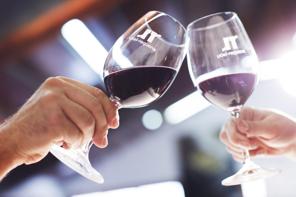 ¿Sabes cómo sostener una copa de vino? 1