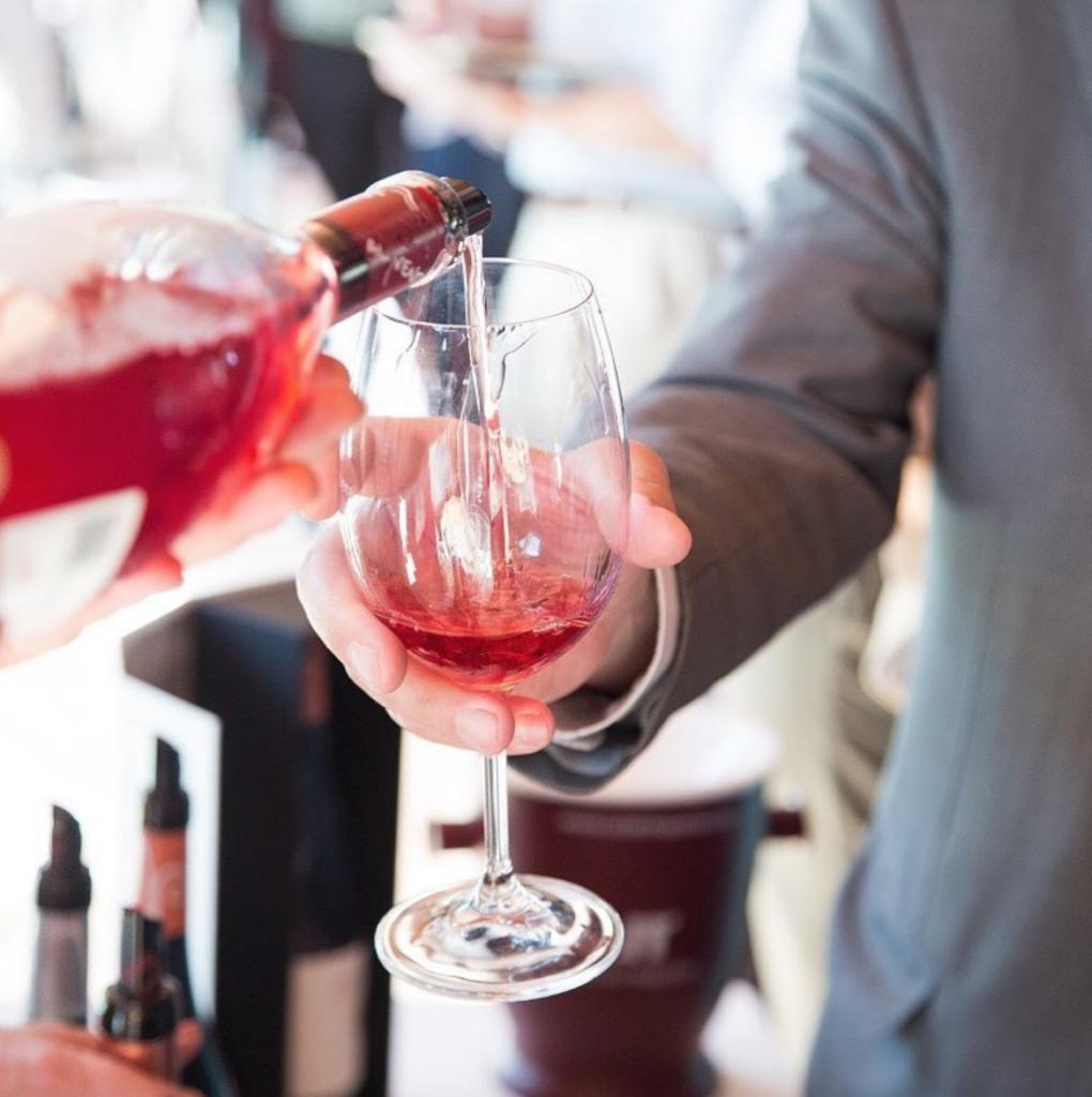 Maridaje inesperado: vino y postres 0