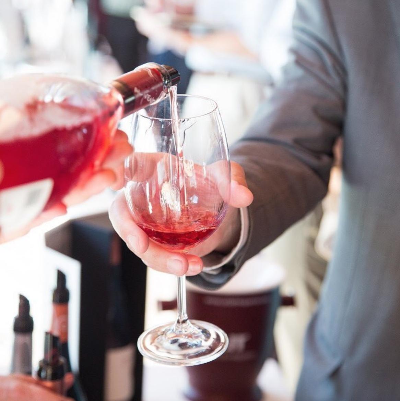 Maridaje inesperado: vino y postres