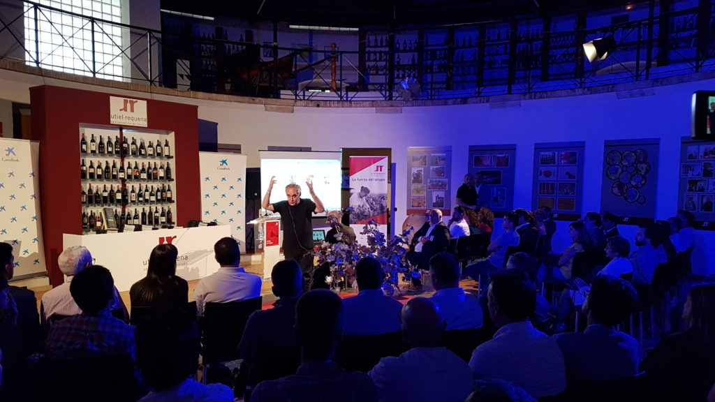 CaixaBank, Ferran Adrià y elBullifoundation presentan en la DO Utiel-Requena la guía 'Food and Beverage'