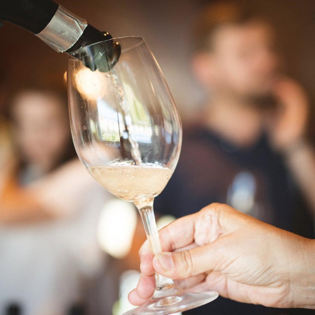 ¿Cómo se crean las burbujas en un vino espumoso? 0