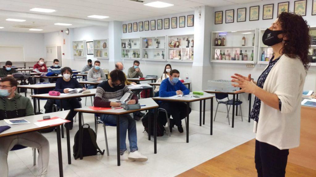 Utiel-Requena charla con los futuros enólogos formados en la Escuela de Viticultura y Enología de Requena 0