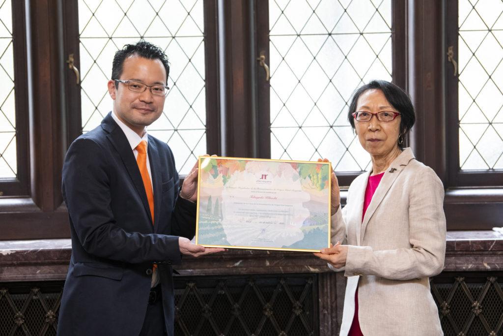 El sumiller Takayuki Kikuchi es ya embajador de Utiel-Requena en Japón 1